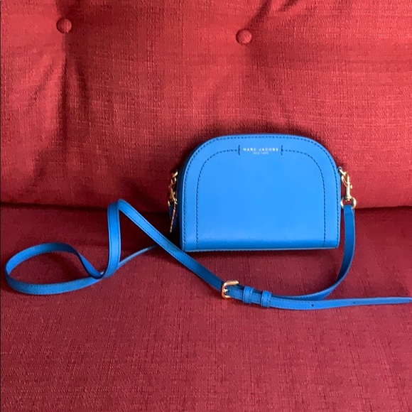 Marc Jacobs Handbags - Marc Jacobs cross body bag